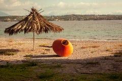海风景和帐篷在海滩 免版税库存图片