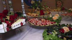 海鲜、鱼子酱、鱼和果子连续是被计划的特写镜头 影视素材