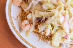 海鲜佐良乌龙面-传统长崎油煎了面条 图库摄影