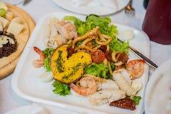 海鲜沙拉-虾,乌贼章鱼 免版税库存图片