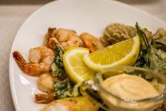 海鲜沙拉-虾,乌贼章鱼 免版税库存照片
