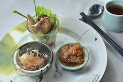 海鲜盛肉盘蛤蜊壳松包起始者 图库摄影