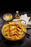 海鲜肉菜饭供食用柠檬和油在表上 免版税库存图片