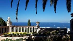 海,从门廊的天空蔚蓝 库存图片