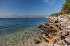 海,在岩石中的海湾 库存照片