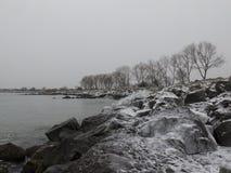 海,雪,单色风景 免版税图库摄影