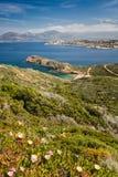 海滩、卡尔维、海和山从La Revellata在可西嘉岛 库存照片