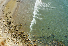 海滩从上面的mediteranian海 免版税库存图片