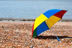 海滩五颜六色的伞 免版税库存图片