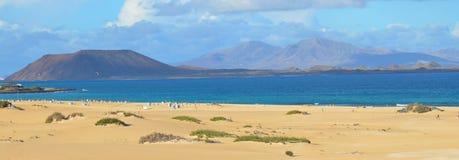 海滩全景在费埃特文图拉岛加那利群岛 库存图片
