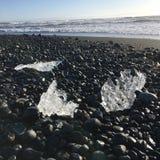 黑海滩冰冰岛和平 免版税库存图片