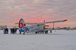 An-2 65年从海洋到海洋Utair机场Plekhanovo,俄罗斯秋明州2012年12月06日 免版税库存照片