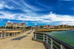 海滩前的伊莉莎白港,南非 免版税库存照片