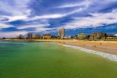 海滩前的伊莉莎白港,南非 免版税图库摄影