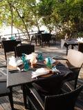 海滩前的室外Al壁画咖啡馆 库存图片