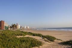 海滩前的德班 免版税图库摄影
