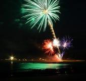 海滩前的颜色爆炸神色喜欢对绿洲 免版税库存图片