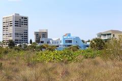 海滩前面公寓房 免版税库存照片