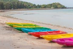 海滩活动,划皮船 库存照片