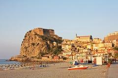 海滩卡拉布里亚意大利scilla视图 免版税库存照片