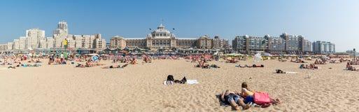 海滩和地平线Kurhaus在斯海弗宁恩,海牙, Netherland 免版税库存图片