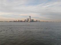 海洋和城市视图 库存图片