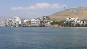 海滩和外部大厦在肘 免版税库存照片
