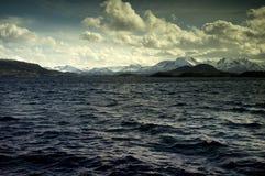 海洋和山, Alesund,挪威的看法 图库摄影
