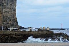 海滩和岩石! 免版税库存图片