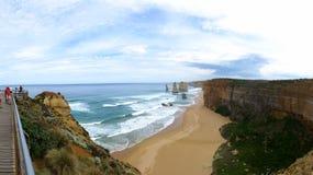 海滩和峭壁 免版税库存图片