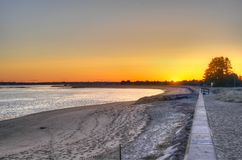 海滩和日落天空 免版税库存图片