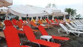 海滩和晒日光浴的设备 库存照片