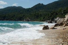 海滩和海halkidiki的,希腊 免版税库存图片