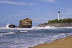 海滩和灯塔在比亚利兹在法国 库存照片