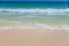 海滩和热带海 免版税库存图片