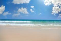 海滩和热带海 免版税库存照片