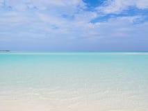 海洋和理想的天空 免版税图库摄影