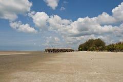 海滩和竹子小屋, Morib 库存图片