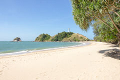 海滩和ligthouse 库存照片