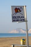 海滩图书馆标志 免版税图库摄影
