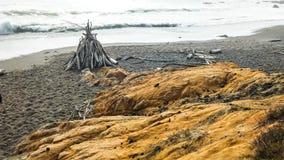 海滩圆锥形帐蓬 免版税库存图片
