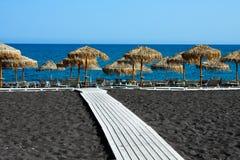 黑海滩圣托里尼,希腊 免版税库存照片