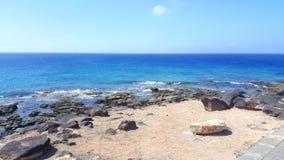 海洋在兰萨罗特岛 免版税库存照片