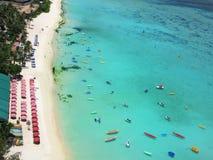 海滩在关岛海岛 免版税库存照片