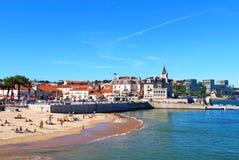 海滩在卡斯卡伊斯,葡萄牙 免版税库存图片