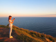 海洋在日落的风景颜色 免版税库存照片