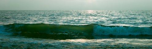 海洋在晚上 免版税库存图片