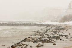 海滩在波摩莱,保加利亚, 12月31日 免版税库存图片