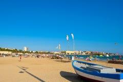 海滩在萨洛角,西班牙 平衡地中海手段salou海运西班牙的肋前缘dorada 库存图片