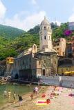 海滩在韦尔纳扎,五乡地,意大利 免版税库存照片